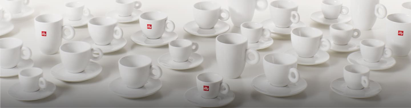 illy Logo coffee cups: front and back
